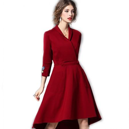 丁摩 袖口绣花收腰前短后长大摆连衣裙·枣红
